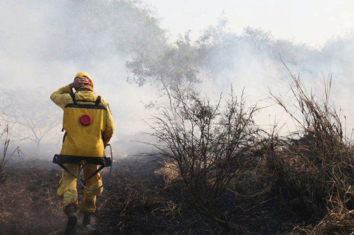 Arde el Chaco. Persisten los focos de incendios a tan solo cinco kilómetros de la localidad de Bahía Negra.