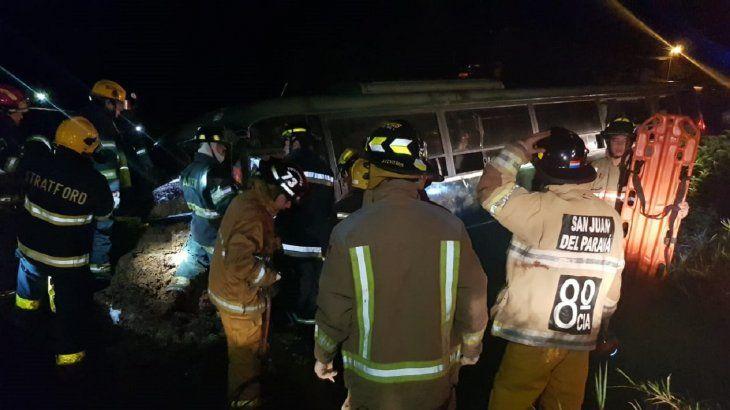 Al menos cinco personas quedaron con lesiones leves.