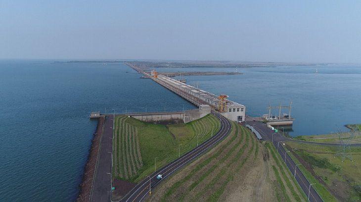 Vista aérea de la Central Hidroeléctrica Yacyretá.