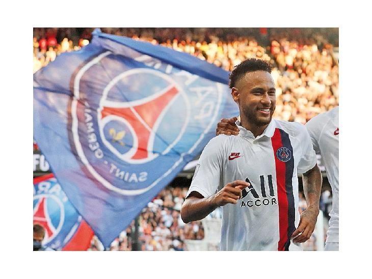 En lo suyo. Neymar seguirá en el PSG tras idas y vueltas.