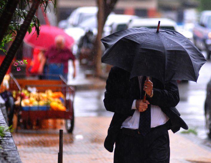 Meteorología pronostica un miércoles cálido y con lluvias dispersas y ocasionales tormentas eléctricas.
