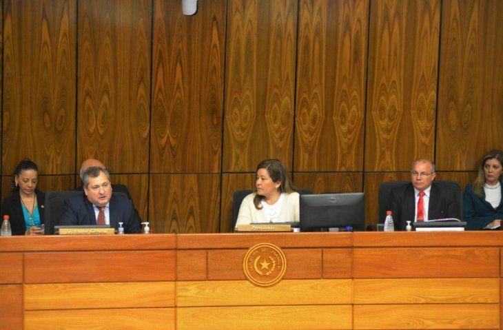 Exposición. El titular de la Corte (izq) pidió a los legisladores una ampliación para 2020.