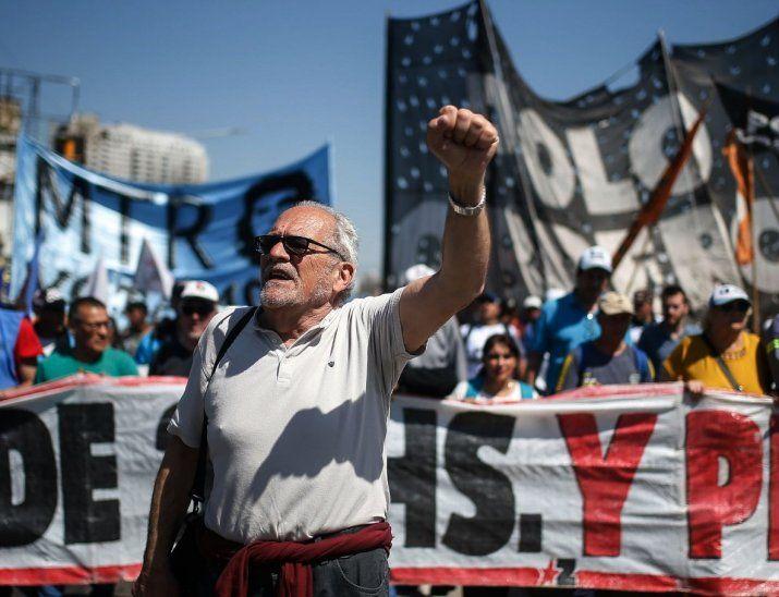 En la calle. Las protestas apuntan contra el Gobierno de Macri y el acuerdo con el FMI.