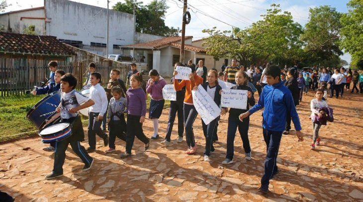 La comunidad educativa se movilizó por ciertas calles de Concepción