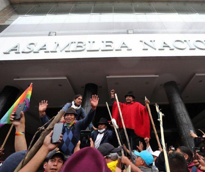 Breve. Los manifestantes tomaron la Asamblea Nacional.