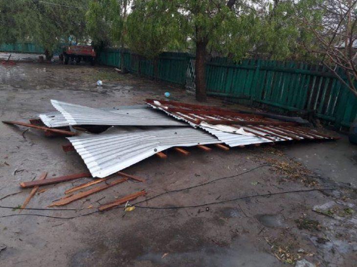 Varias viviendas quedaron destechadas tras el fuerte temporal registrado en la tarde de este lunes en Bahía Negra.