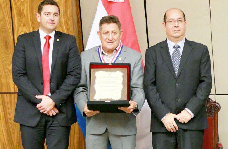 Los diputados aprobaron conceder pensión graciable al ex jugador de la Albirroja Julio César Romero.