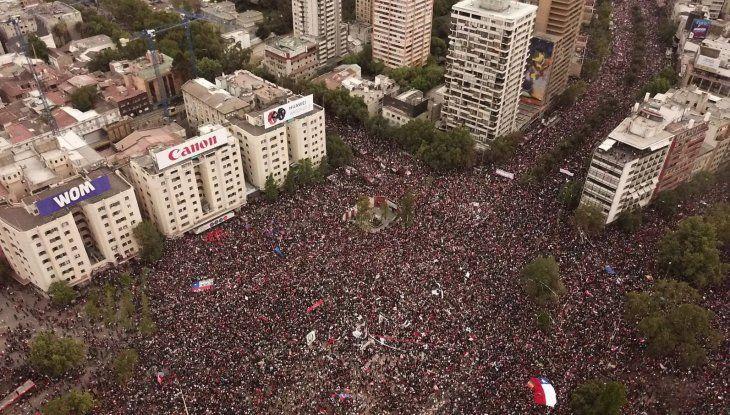 Muchedumbre. Chile fue ayer escenario de una de las manifestaciones mas multitudinaria en época de la democracia.
