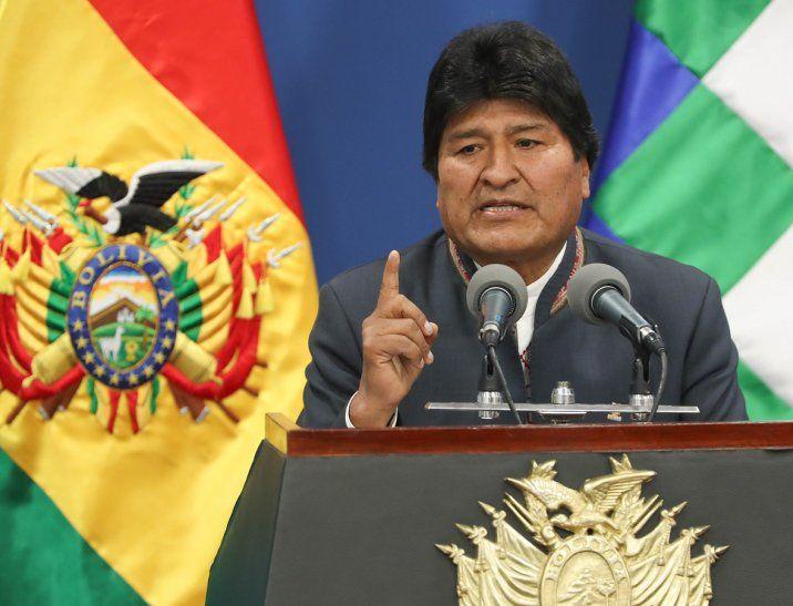 Evo Morales renunció a la Presidencia tras la fuerte presión de militares y policías.