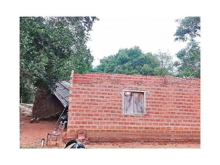 Daños. Diez casas perdieron totalmente sus techos.