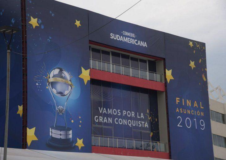 La Nueva Olla se prepara para recibir a 45.000 hinchas de los clubes Colón de Santa Fe (Argentina) e Independiente del Valle (Ecuador).