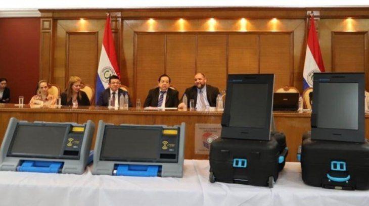 La Dirección Nacional de Contrataciones Públicas suspendió la licitación pública internacional para el alquiler de urnas electrónicas.