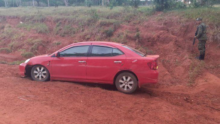Los desconocidos dejaron abandonado el automóvil de la marca Toyota
