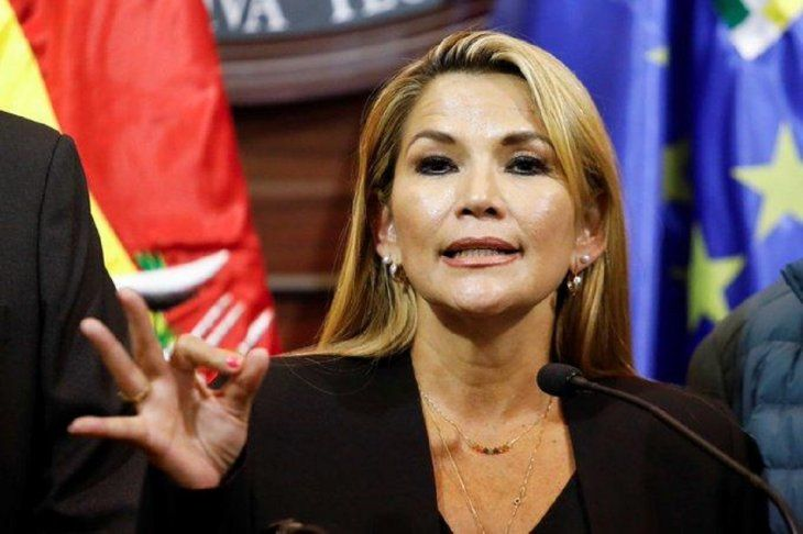 La senadora opositora Jeanine Áñez asumió la presidencia de Bolivia.