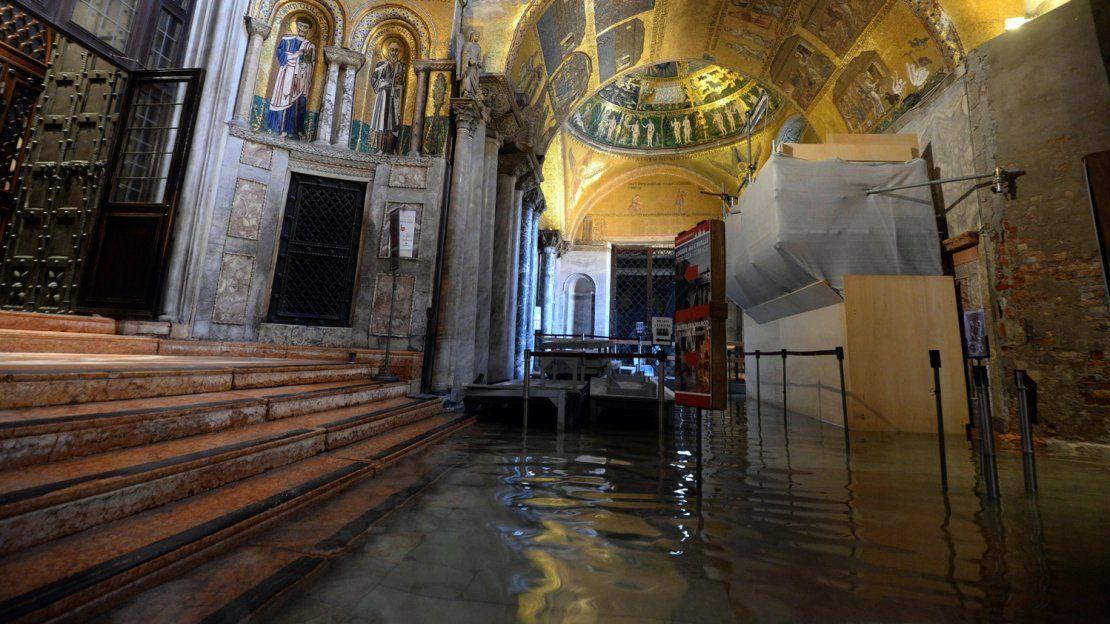 El fenómeno de agua alta golpea a Venecia