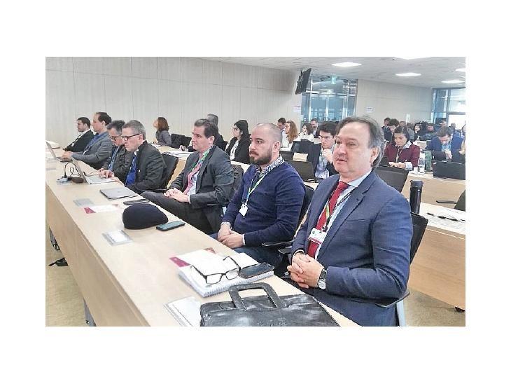 Delegación: Ministro del Ambiente y embajador en Corea.