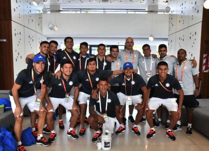 Grupo unido. El plantel paraguayo que disputará el Mundial de Fútbol de Playa. El equipo de los Pynandi  quiere mandar en casa y lograr el anhelado título del campeonato.
