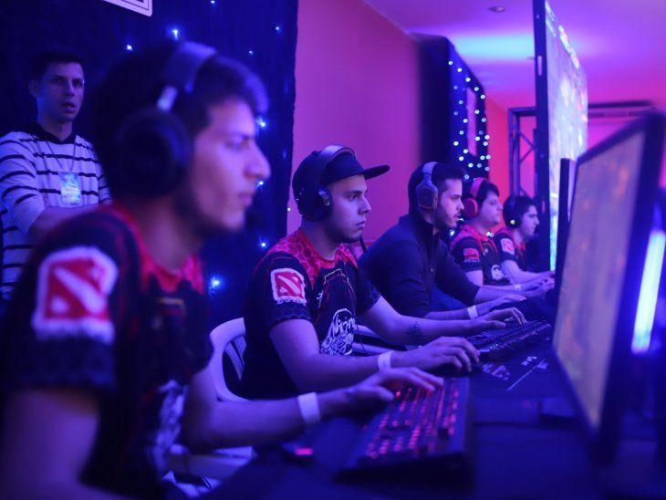 Jugadores profesionales de Wizard Mind en el evento Asunción Lan Party (ALP).