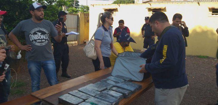 El detenido identificado como Orlando Dario Velazquez, de 35 años, fue detenido con varios panes de cocaína.