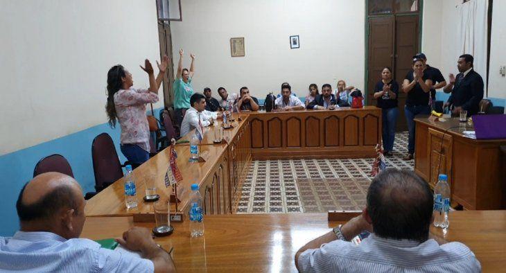 Los liberales simpatizantes de Alejandro Urbieta se retiraron de la sesión al momento de la votación.