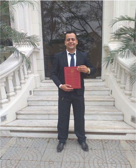 Nelson Ruíz obtuvo su título universitario con las ventas de chipas y verduras.