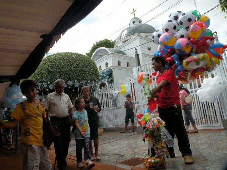 No es una calle de Caacupé. Es el barrio Carmelitas de Ciudad del Este, frente al santuario construido por el narco Toma