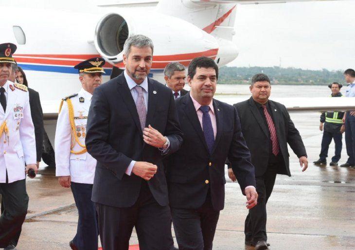 El presidente Mario Abdo fue recibido este lunes por el vicepresidente Hugo Velázquez.