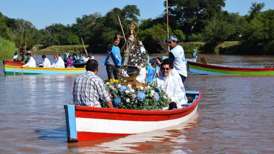 Devotos de la Virgen del Paso realizan procesión náutica en Itapé