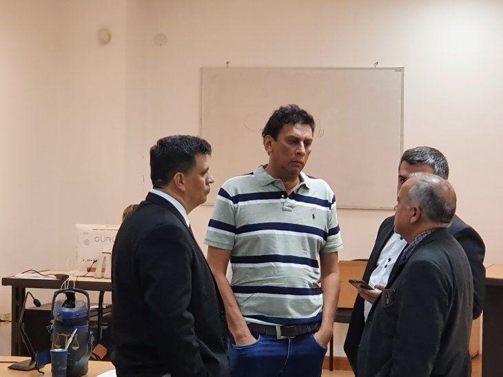 El comunicador Édgar Chilavert en compañía de sus abogados durante la audiencia de este jueves.