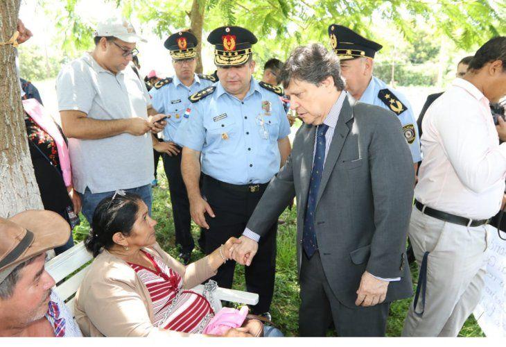 Los familiares de Edelio Morínigo y Félix Urbieta expresaron al ministro su desesperación al no tener ninguna información de sus seres queridos.