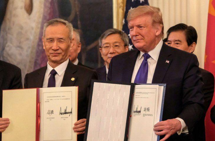 Firma. El viceprimer ministro de China