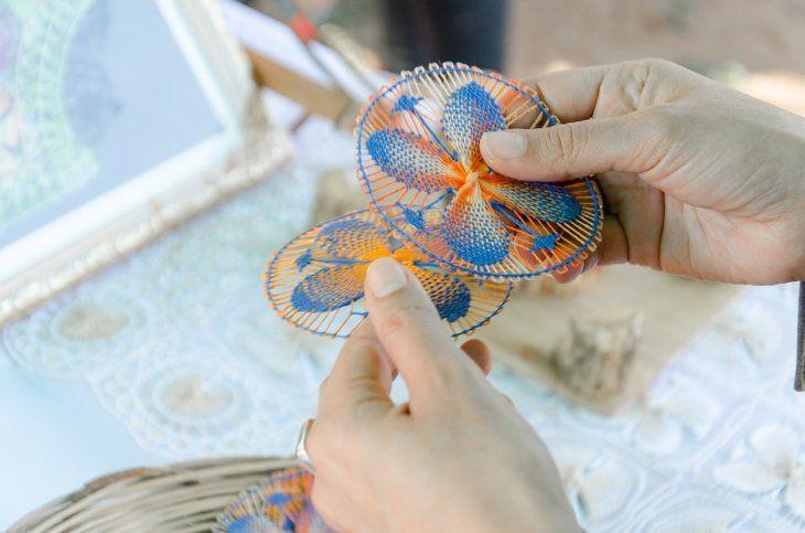 La apertura de escuelas para preservar la artesanía nacional es uno de los proyectos de Adriana Ortiz y su equipo al frente del IPA.