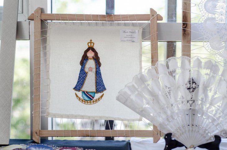 <p>Una creación de la Virgen de Caacupé de ñanduti.</p>