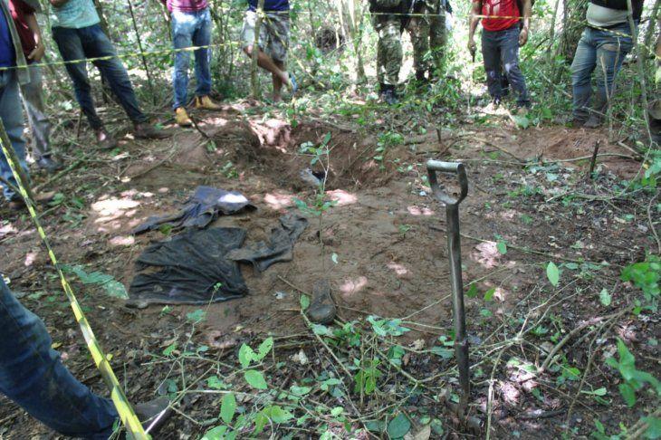 <p>Varias prendas de vestir fueron encontradas en un tambor enterrado a 1.000 metros de la vivienda de los padres de Edelio Mor&iacute;nigo.</p>