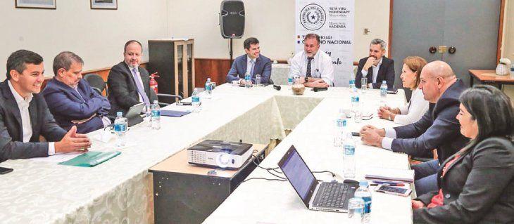 Respaldo. Benigno López se reunió ayer con ex ministros de Hacienda y ex titulares del BCP para dialogar sobre la ley fiscal.