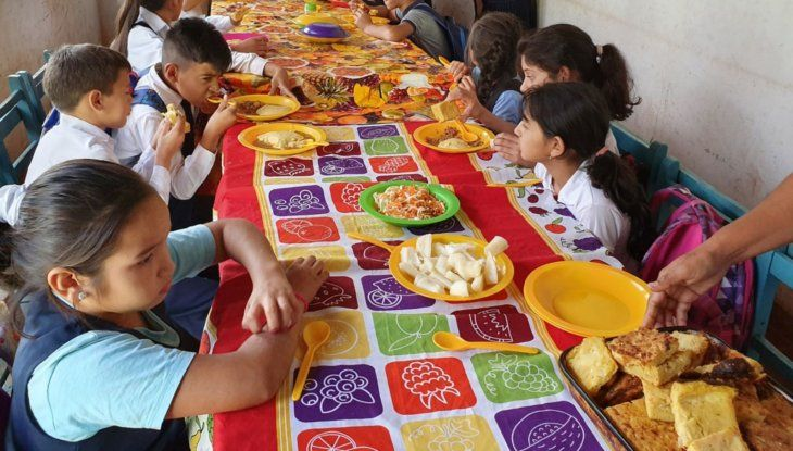 Limitada. La alimentación proveída a los estudiantes en escuelas y colegios –merienda y almuerzo– está bajo amenaza.