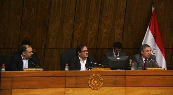 Reunión. Jaime Bestard (d) respondió consultas de diputados sobre la posibilidad de suspender las elecciones municipales.