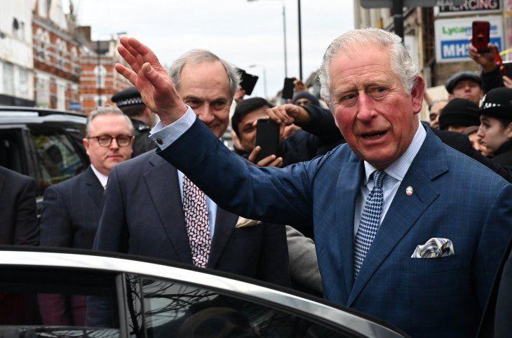 El príncipe Carlos de Gales da positivo en coronavirus