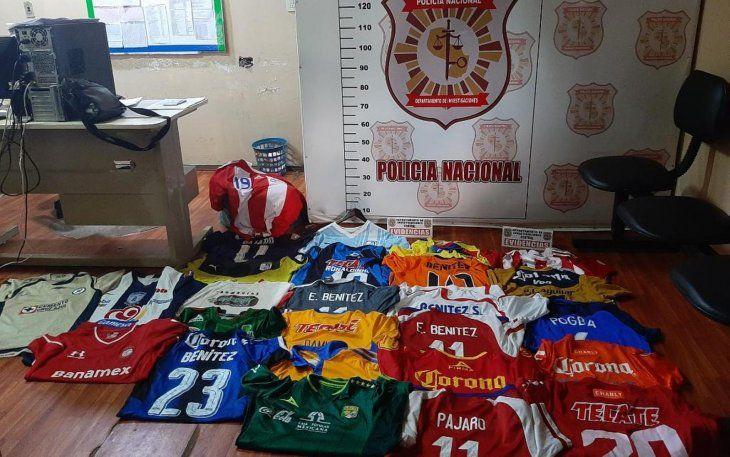 Más de mil camisetas fueron robadas a Edgar 'Pajaro' Benítez en Paraguay