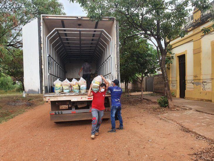 La entrega de kits de alimentos para escolares se inició este domingo en Concepción y se espera llegar a unos 14.000 alumnos.