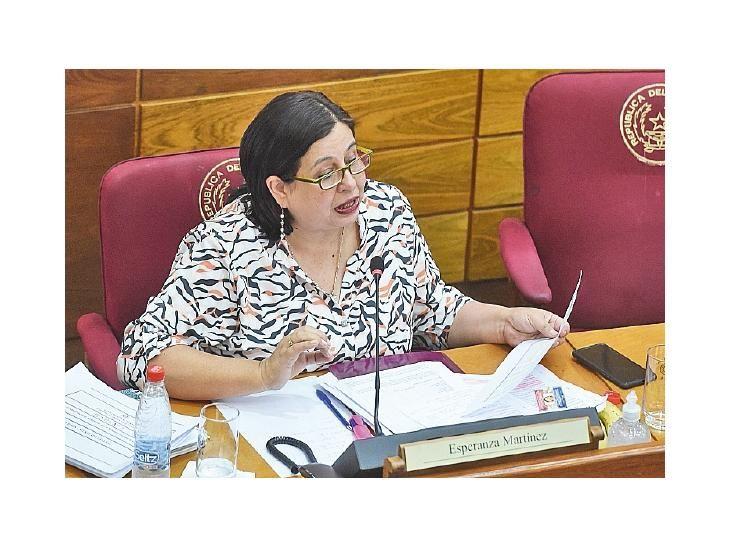 Postura. La senadora del FG Esperanza Martínez.