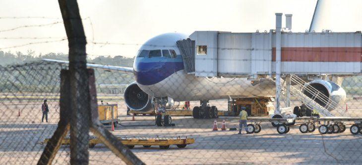 En el Boeing 767-300 que llegó desde la ciudad de Miami, todos los pasajeros eran adultos.