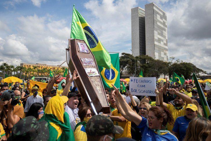 Partidarios asisten a un acto con el presidente de Brasil