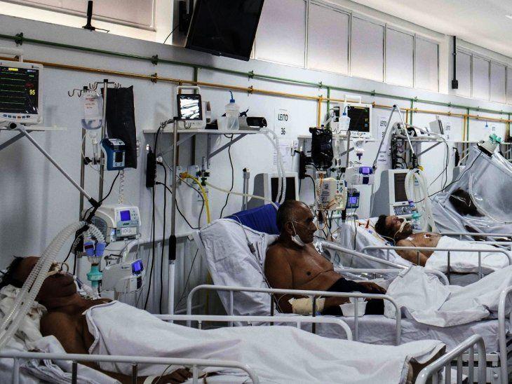 Cuidados. Pacientes de Covid-19 en un hospital en Manaos
