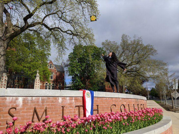 La destacada joven paraguaya se graduuó en el Smith College.