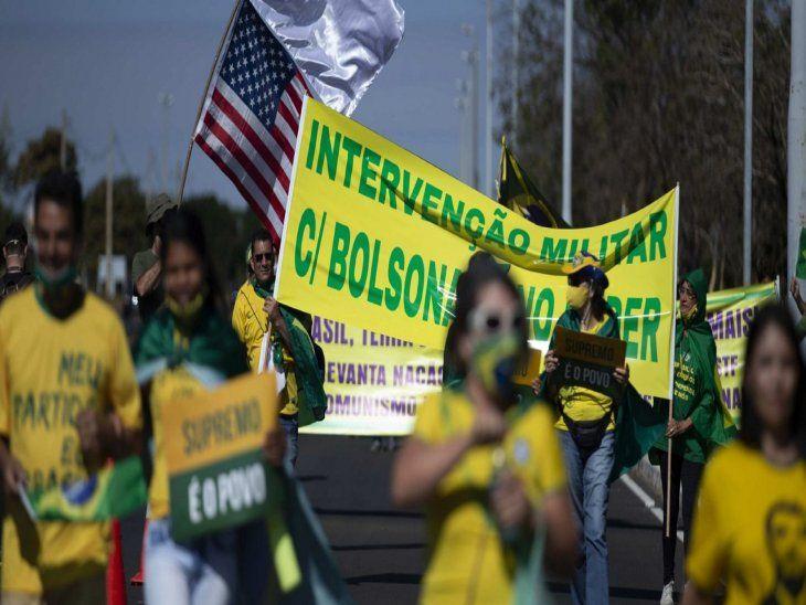 Brasilia. Bolsonaristas pidieron la intervención militar en la marcha de este domingo.