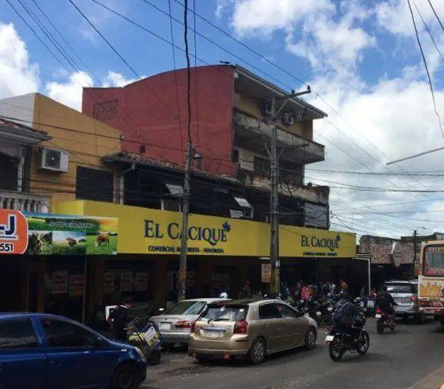 El supermercado El Cacique cerró temporalmente sus puertas.