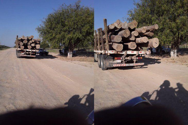 Un camión Scania perteneciente a la empresa Victoria Timbers SA fue interceptado con unos 30 rollos de madera de palo santo.