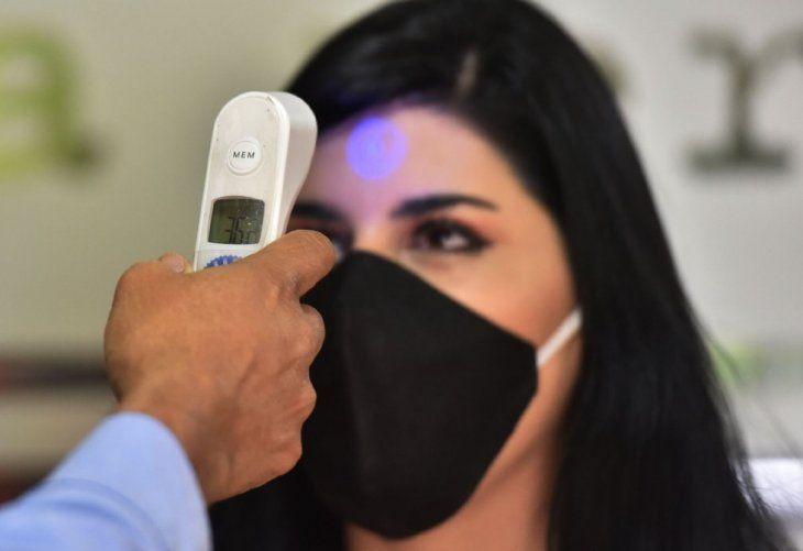 Temperatura.  La supuesta teoría de que los rayos infrarrojos de los termómetros matan las neuronas fue descartada por Salud