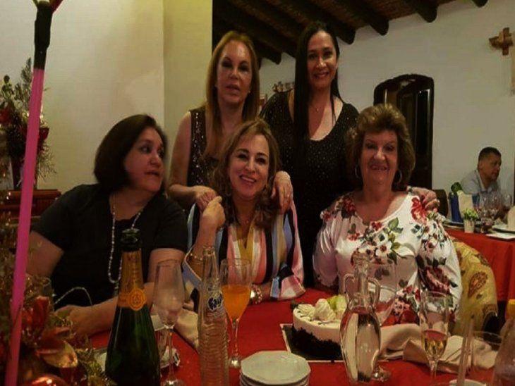 Amigas. Delcita Karjallo (sentada en el centro) junto a la fiscala Claudia Penayo (parada